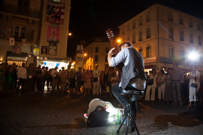Studio de Rue - Virtuose Guitariste plan large