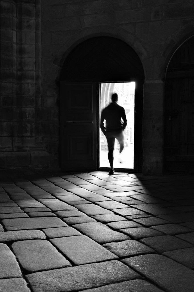 Concours Photo - Contraste Noir et Blanc - Pierres et lumière par NAMIRO