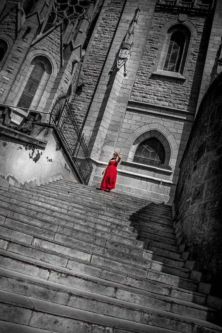 Concours Photo - Rouge - la femme en rouge par Claude_8710
