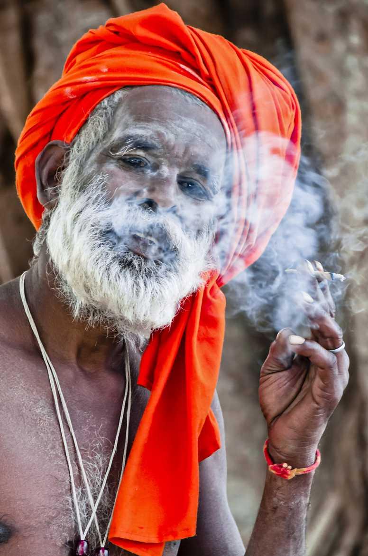Concours Photo - Fumée - Le Sadhu par gabirailles