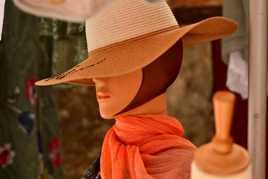 l'inconnue au chapeau