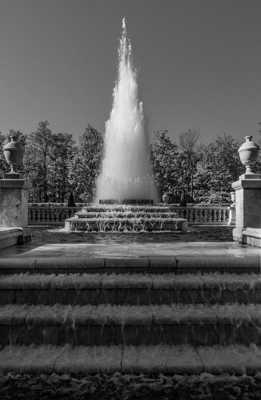 Fontaine pyramide Palais PETERHOF St-Petersbourg