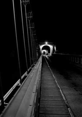 Promenade nocturne sur le pont