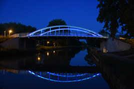Pont et reflets à l'heure bleue