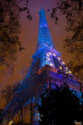 Tour Eiffel aux couleurs de l'Europe