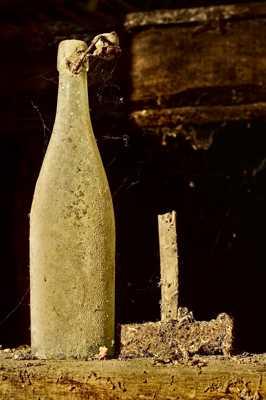 Cherche marteau et bouteille oubliés sur chantier
