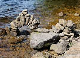 pont minuscule en pierre