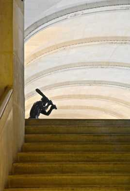 Hercule en haut de l'escalier