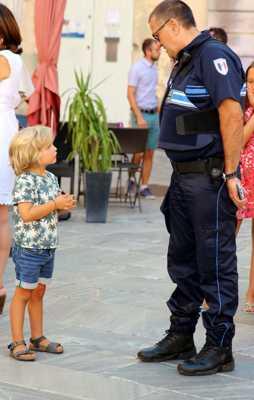 Dis moi monsieur le Policier...