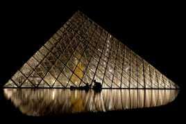Pyramide et ses reflets