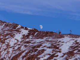 Lune sue la montagne