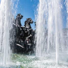 Chevaux fontaine à l'extérieur des jardins d'Alexandre d'AlexandreU