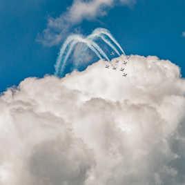 Dans le ciel du Bourget, quand la Patrouille de France joue à saute nuage