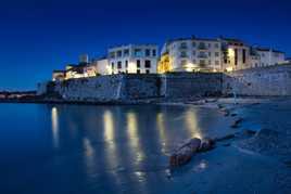 L'heure bleue sur les remparts d'Antibes...