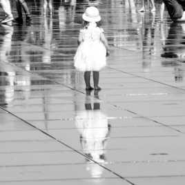 Un ange au miroir d'eau