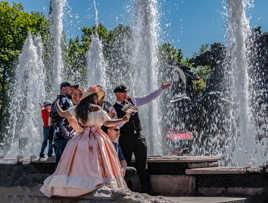 Fontaines à l'extérieur des jardins d'Alexandre