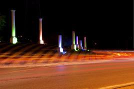 Rond-point: un îlot dans la nuit