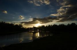 coucher de soleil sur l'etang