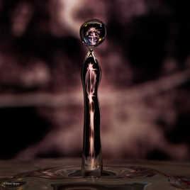 Water Drop Art : reflets dans deux gouttes d'eau, l'une montante et l'autre descendante