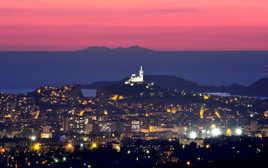 Silhouette du Canigou vu des hauteurs de Marseille
