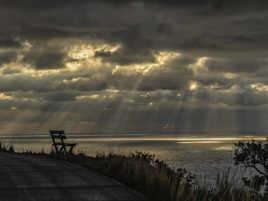 un banc pour admirer la mer