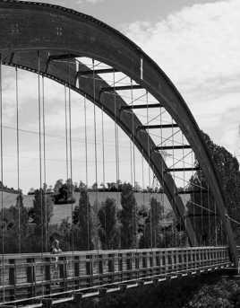 Jeune fille au Pont