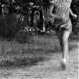 Dans les manifs rien ne sert de partir à point, il faut courir, Coluche