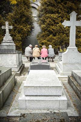 Tous au cimetière