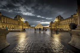 MUSEE DE LOUVRE BY NIGHT