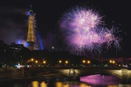 La Tour Eiffel et la Seine illuminées sous les feux