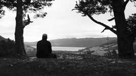 Moi devant le Loch Ness