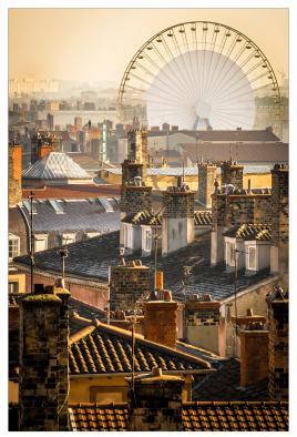 Grande roue sur les toits du vieux Lyon