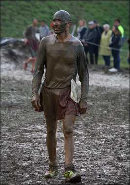 on n'est jamais sali que par la boue ..