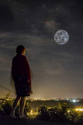 La tête dans la lune