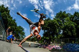 Skate invert one foot