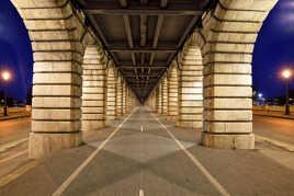 Un soir, pont de Bercy.