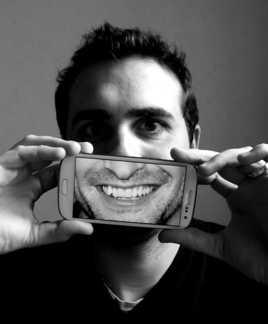Derière un sourire...
