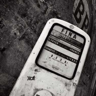Pompe à essence vintage dans Bordeaux par Laurent33160