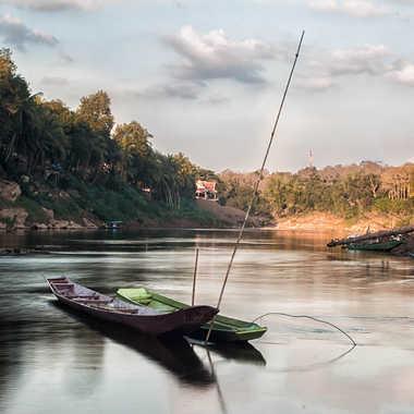 Barques de pêcheurs sur la rivière. par patrick69220