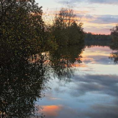 Le soleil se couche sur le marais par AlainRaphael