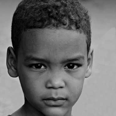 Jeune homme très sérieux par mamichat