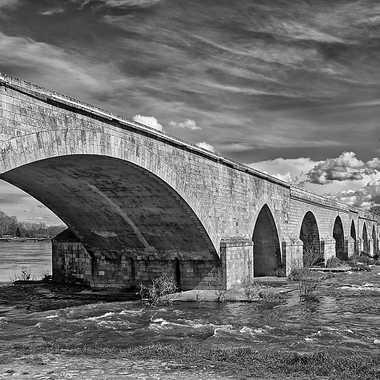 Au bout du pont ... par Nikon78