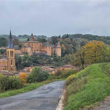 Jarnioux,l'église et le château par patrick69220