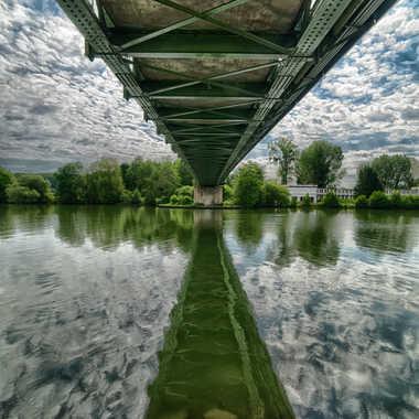 Sous le pont, des cailloux par Pagnotte