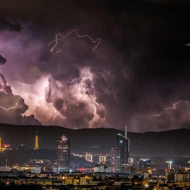 Les Gones sous les orages d'été par james_1068