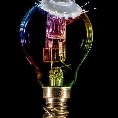 Ampoule lactée par Valerie Sanguinetti