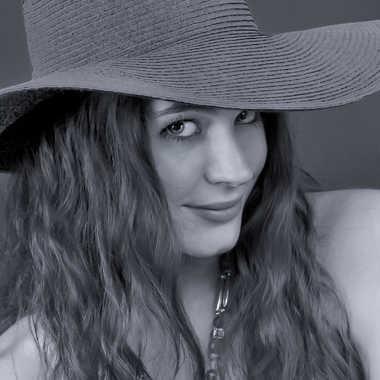Beauté au chapeau par Yves B