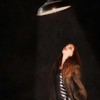 Elle passait sous la lumière par eyo19