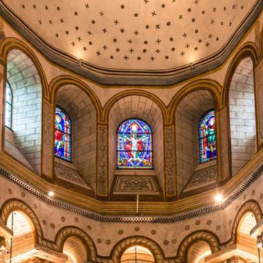 Au-dessus de l'autel. par Philipounien