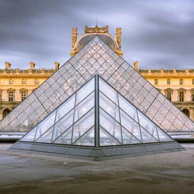 Symétrie au Louvre #3 par Rabbit